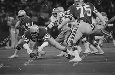 Bill Gregory, Mike Pruitt, john Harris; Robert Hardy Seattle's Bill Gregory, 77, jumps on the ball as the Seahawk recovers a bumble by Cleveland's Mike Pruitt, 43, in the first quarter of NFL game in Seattle on . Also shown are Seattle's John Harris, 44, and Robert Hardy, 75