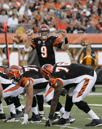 Carson Palmer, Andrew Whitworth Levi Jones Cincinnati Bengals quarterback Carson Palmer (9) calls a play during an NFL football game against the New York Jets, in Cincinnati. Bengals linemen are Andrew Whitworth (77) and Levi Jones (76