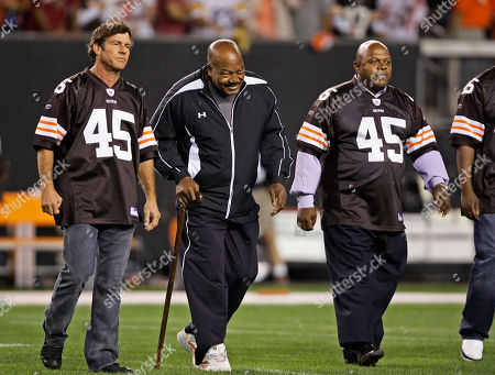Jim Brown, Randy Quaid, Charles Dutton Cleveland Browns Hall of Fame running back Jim Brown, center, walks onto the field for the coin toss with actors Dennis Quaid, left, and Charles Dutton, right, before an NFL football game between the Browns and Pittsburgh Steelers, in Cleveland