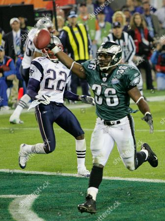 Associated Press Sports Florida United States NFL Football SUPER BOWL Philadelphia Eagles runningback Brian Westbrook (36) celebrates a 10-yard touchdown pass thrown by quarterback Donovan McNabb ahead of New England Patriots Asante Samuel (22) in the third quarter of Super Bowl XXXIX, in Jacksonville, Fla
