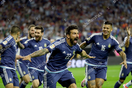 Argentina forward Ezequiel Lavezzi (22) celebrates his goal against the United States during a Copa America Centenario semifinal soccer match, in Houston