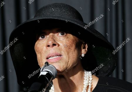 Lonnie Ali Lonnie Ali, widow of Muhammad Ali, thanks friends and supporters during a reception at the Muhammad Ali Center, in Louisville, Ky. The funeral and memorial service for the boxer were held earlier in the day