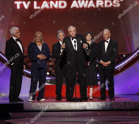 "Garry Marshall, Penny Marshall, Henry Winkler, Cindy Williams, Jack Klugman Producer Garry Marshall, center, accepts the legend award on stage at the TV Land Awards in Santa Monica, Calif. Writer-director Marshall, whose TV hits included ""Happy Days,"" ""Laverne & Shirley"" and box-office successes included ""Pretty Woman"" and ""Runaway Bride,"" has died at age 81. Publicist Michelle Bega says Marshall died, in at a hospital in Burbank, Calif., of complications from pneumonia after having a stroke"