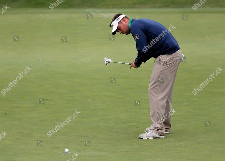 Jeff Overton Jeff Overton watches his par putt sink on the 15th green during the opening round of the Byron Nelson golf tournament, in Irving, Texas