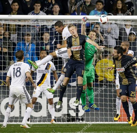 Fabian Herbers, Dan Kennedy, Daniel Steres Philadelphia Union's Fabian Herbers, center, leaps for a header against Los Angeles Galaxy's Dan Kennedy, right, and Daniel Steres during the second half of an MLS soccer match, in Chester, Pa. The game ended in a 2-2 draw