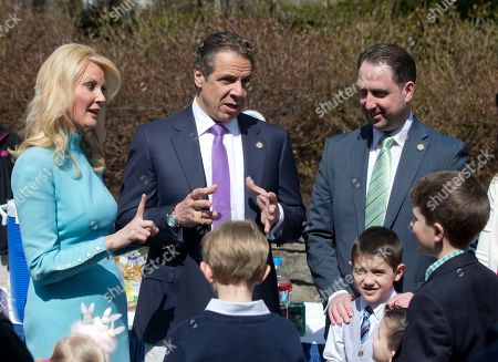 Stock Picture of Andrew Cuomo,Sandra Lee New York Gov. Andrew Cuomo, center, and girlfriend Sandra Lee greet guests at the Executive Mansion, in Albany, N.Y. Cuomo hosted an Easter egg hunt and open house at the mansion, the first of what the governor hopes will become an annual springtime tradition