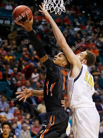 Oregon State guard Gary Payton II shoots around California center Kameron Rooks during the first half of an NCAA college basketball game in the quarterfinals of the Pac-12 men's tournament, in Las Vegas
