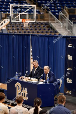 Kevin Stallings, Scott Barnes Kevin Stallings, upper right, sits with athletic director Scott Barnes as he takes questions at an introductory news conference as the new head coach for the Pittsburgh basketball team, on the court in Pittsburgh