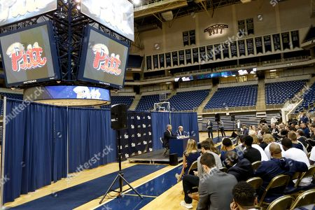 Kevin Stallings, Scott Barnes Kevin Stallings, right, sits with athletic director Scott Barnes as he speaks at an introductory news conference as the new head coach for the Pittsburgh basketball team, on the court at the Petersen vents Center on campus in Pittsburgh