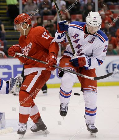 Brad Richards, Derek Stepan New York Rangers center Derek Stepan (21) tries controlling the puck next to Detroit Red Wings center Brad Richards (17) during the second period of an NHL hockey game, in Detroit