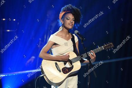 Kizzy Crawford performs