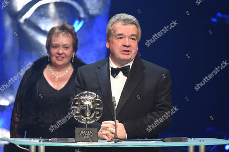 Hefin Owen collects Live Outside Broadcast award for Cor Cymru: Y Rownd Derfynol Production Team