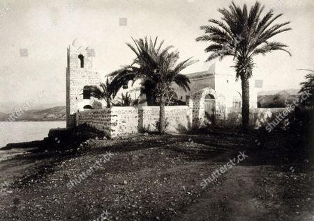 Mosque, Tadjourah, photograph, 1898, taken in Ethiopia for Les Voyages du Prince Henri d'Orléans (Henri Philippe Marie Prince d' Orleans)