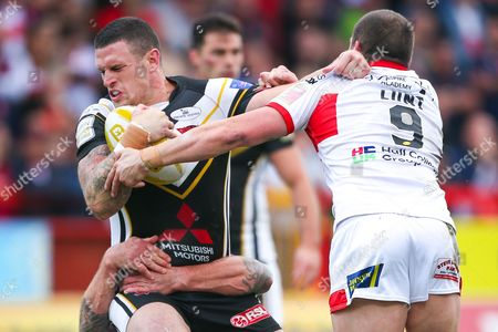 Salford's Luke Burgess is tackled by Hull KR's Jamie Peacock and Shaun Lunt.