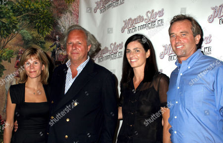 Anna Scott and Graydon Carter with Mary Richardson Kennedy and Robert F. Kennedy Jr