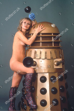 KATY MANNING WITH A DALEK FROM 'DR WHO' TV SERIES