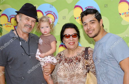 Kurtwood Smith with granddaughter Abby, Shelly Morrison and Wilmer Valderrama