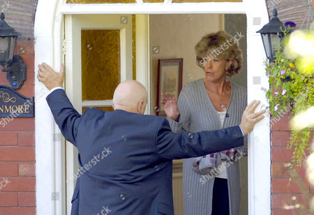 John Savident and Sue Nicholls Unlucky in love Fred Elliott, played by John Savident, stops off at Audrey's house before his wedding to Bev Unwin only to end up being bought out face covered on a stretcher. He left the church to try and pursuade Audrey, played by Sue Nicholls, to attend, when she agrees he drops dead infront of her.