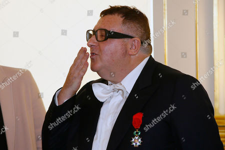 Israeli American fashion designer Alber Elbaz, blows a kiss to the audience after being awarded with the Officier de la Legion d'Honneur (Officer of the Legion of Honor) medal during a ceremony at the Culture Ministry in Paris