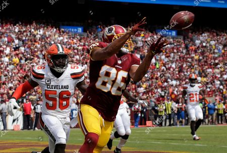Jordan Reed, Demario Davis Washington Redskins tight end Jordan Reed (86) catches a touchdown pass in front of Cleveland Browns inside linebacker Demario Davis (56) during the first half of an NFL football game, in Landover, Md