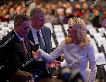 Sandra Lee Sandra Lee, right, girlfriend of New York Gov. Andrew Cuomo, talks with former Lt. Gov. Robert Duffy and New York City Mayor Bill de Blasio before Cuomo's State of the State address and executive budget proposal at the Empire State Plaza Convention Center, in Albany, N.Y