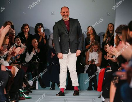 Peter Copping Peter Copping steps out to applause from the audience after the modeling of the Oscar de la Renta Fall 2016 collection during Fashion Week in New York. After joining Oscar de la Renta and following in the footsteps of the legendary designer, Copping is leaving the luxury label to return to Europe. Copping said that he was leaving for personal reasons