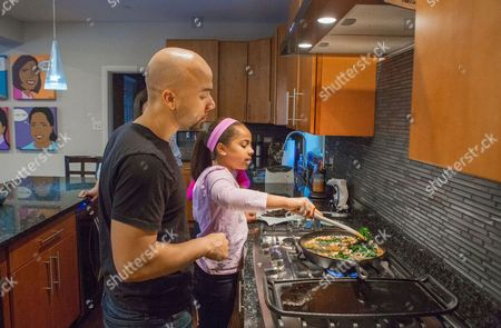 Taryn Robinson Keith Robinson Taryn Robinson cooks white turkey chili, a meal kit dish from Blue Apron, as her father, Keith Robinson, watches over her shoulder in Evanston, Ill. Meal kits are fairly new in the U.S., first appearing in the country about four years after first gaining popularity in Europe. The industry is growing quickly and competition is heating up as more players enter the space and fight to gain customers