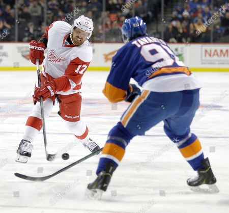 Brad Richards, John Tavares Detroit Red Wings' Brad Richards, left, takes a shot past New York Islanders' John Tavares during the first period of an NHL hockey game, in New York
