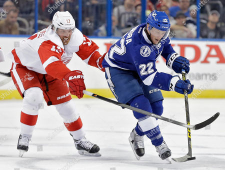 Brad Richards, Erik Condra Tampa Bay Lightning right wing Erik Condra (22) carries the puck around Detroit Red Wings center Brad Richards (17) during the second period of an NHL hockey game, in Tampa, Fla