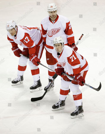 Brad Richards, Mike Green, Dylan Larkin Detroit Red Wings' Brad Richards (17), Mike Green (25) and Dylan Larkin (71) during the first period of an NHL hockey game against the San Jose Sharks, in San Jose, Calif