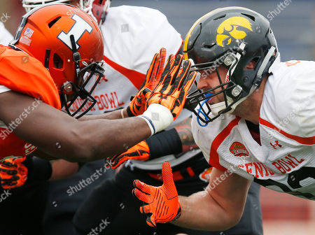 Jihad Ward, Henry Krieger-Coble Illinois defensive end Jihad Ward, left, and Iowa tight end Henry Krieger-Coble (82) run through drills during NCAA college football practice for the Senior Bowl, at Ladd-Peebles Stadium, in Mobile, Ala