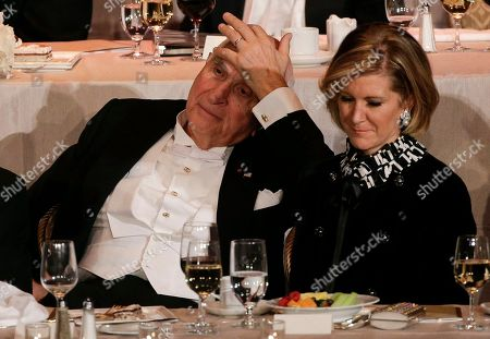 Kenneth Langone, left, and Mary Erdoes, CEO of J.P. Morgan Asset Management, listen to remarks during the Alfred E. Smith Memorial Foundation dinner, in New York
