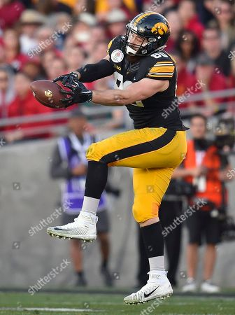Iowa tight end Henry Krieger Coble fails to hang on to a pass against Stanford during the first half of the Rose Bowl NCAA college football game, in Pasadena, Calif