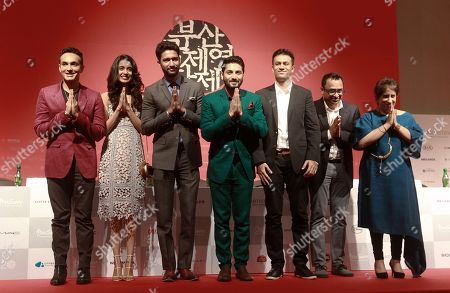 """Sarah Jane Dias, Mozez Singh, Vicky Kaushal, Raaghav Chanana, Guneet Monga, Shaan Vyas, Ashutosh Phatak From left, Indian director Mozez Singh, actress Sarah Jane Dias, actor Vicky Kaushal, actor Raaghav Chanana, producer Shaan Vyas and music composer Ashutosh Phatak and producer Guneet Monga pose after a press conference for the Busan International Film Festival opening movie """" Zubaan"""" in Busan, South Korea, Thursday, Oct.1, 2015"""