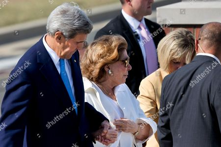 Teresa Heinz Kerry, John Kerry Secretary of State John Kerry, left, and his wife Teresa Heinz Kerry, arrive at a farewell ceremony for Pope Francis at Andrews Air Force Base, Md., before the Pope left for New York from Washington, on