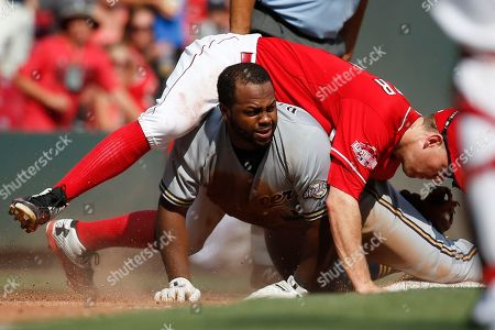Jason Rogers, Todd Frazier Milwaukee Brewers' Jason Rogers, center, collides with Cincinnati Reds third baseman Todd Frazier after hitting a triple in the ninth inning in the first game of a baseball doubleheader, in Cincinnati. The Brewers won 8-6