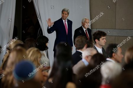 Former GOP Senator Richard Lugar, right, and Secretary of State John Kerry walk to the stage before Kerry's speech in support of the Iran nuclear deal at the National Constitution Center, in Philadelphia