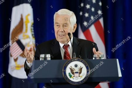 Former GOP Senator Richard Lugar introduces Secretary of State John Kerry for a speech in support of the Iran nuclear deal at the National Constitution Center, in Philadelphia