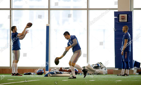 Steve Weatherford New York Giants punter Steve Weatherford (5), center, practices during organized team activity in East Rutherford, N.J