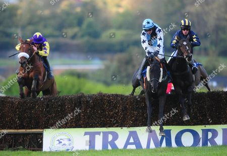 Tramore DARL OUTSIDER & Danny Mullins (left) win the Tramore Handicap Steeplechase from SHANE BILLY & Danny Howard (right)
