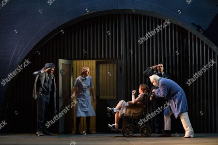 Stock Image of Peter Brathwaite (Elviro), Laura Mitchell (Romilda), Galina Averina (Atalanta), Clint van der Linde (Arsamenes)