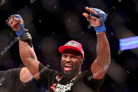 KIng Mo, Cheick Kongo King Mo is declared the winner against Cheick Kongo after their fight at Bellator 134, in Uncasville, CT. King Mo won via split decision