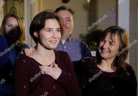 Amanda Knox Amanda Knox, left, talks to reporters as her mother, Edda Mellas, right, looks on outside Mellas' home, in Seattle. Earlier in the day, Italy's highest court overturned the murder conviction against Knox and her ex-boyfriend over the 2007 slaying of Knox's roommate in Italy