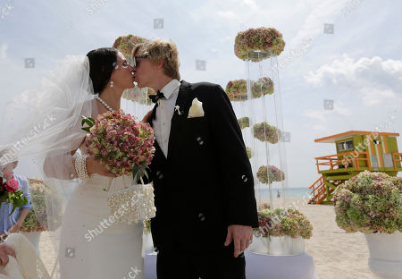 Gina Thomas, Jason Thomas Gina and Jason Thomas, of Naples, Fla., kiss after being married during a group wedding and vow renewal as part of a weeklong Miami Beach Centennial celebration, in Miami Beach, Fla
