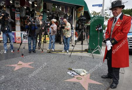 """Gregg Donovan Former Beverly Hills greeter Gregg Donovan pays his respects at the Hollywood Walk of Fame star of actor Leonard Nimoy in Los Angeles, . Nimoy, famous for playing officer Mr. Spock in """"Star Trek"""" died Friday, Feb. 27, 2015 in Los Angeles of end-stage chronic obstructive pulmonary disease. He was 83"""