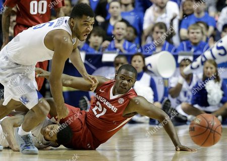 Kentucky guard Andrew Harrison (5) and Arkansas guard Manuale Watkins (21) chase a loose ball during the second half of the NCAA college basketball Southeastern Conference tournament championship game, in Nashville, Tenn