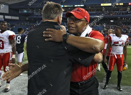 Mike Singletary, Jim Zorn East head coach Mike Singletary, right, hugs West head coach Jim Zorn after the East defeated the West 19-3 during the East-West Shrine college football game, in St. Petersburg, Fla