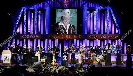 """Steve Wariner, Brad Paisley, Vince Gill, Connie Smith, Carrie Underwood, The Old Crow Medicine Show Country music performers, including Steve Wariner, Brad Paisley, Vince Gill, Connie Smith, Carrie Underwood, and The Old Crow Medicine Show, perform """"Will the Circle Be Unbroken"""" during the funeral service for Little Jimmy Dickens in the Grand Ole Opry House, in Nashville, Tenn. Dickens died Jan. 2, 2015, at the age of 94"""