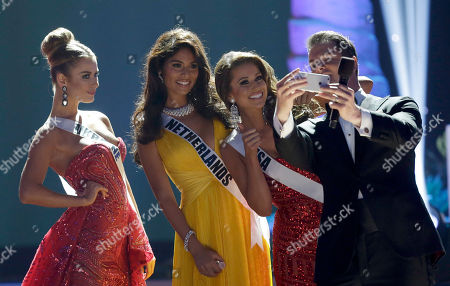 Thomas Roberts, Diana Harkusha, Yasmin Verheijen, Nia Sanchez Host Thomas Roberts, right, takes a selfie with Miss Ukraine Diana Harkusha, left, Miss Netherlands Yasmin Verheijen, second from left, and Miss USA Nia Sanchez, second from right, during the Miss Universe pageant in Miami