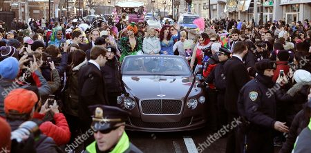 """Amy Poehler Actress Amy Poehler, center, sits with Jason Hellerstein, left, and Sam Clark, who are dressed in drag, as she rides in a convertible through Harvard Square in Cambridge, Mass., . Poehler was honored as """"Woman of the Year"""" by the Hasty Pudding Theatricals at Harvard University"""